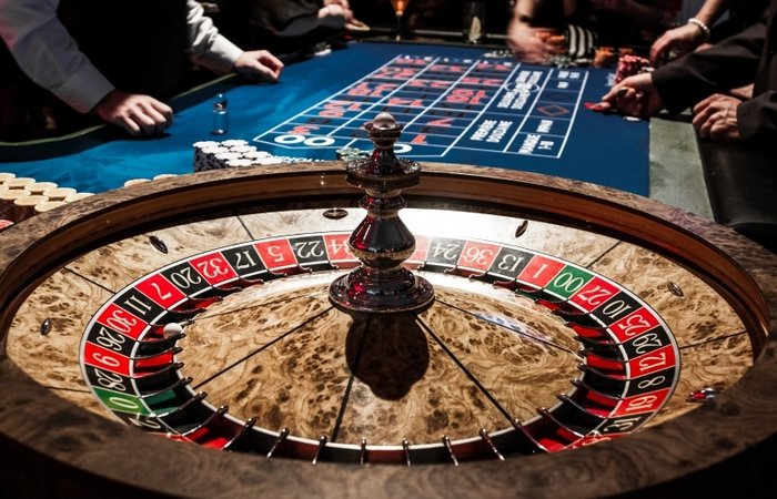rsz_8823097-wooden-shiny-roulette-details-in-a-casino-and-people.jpg